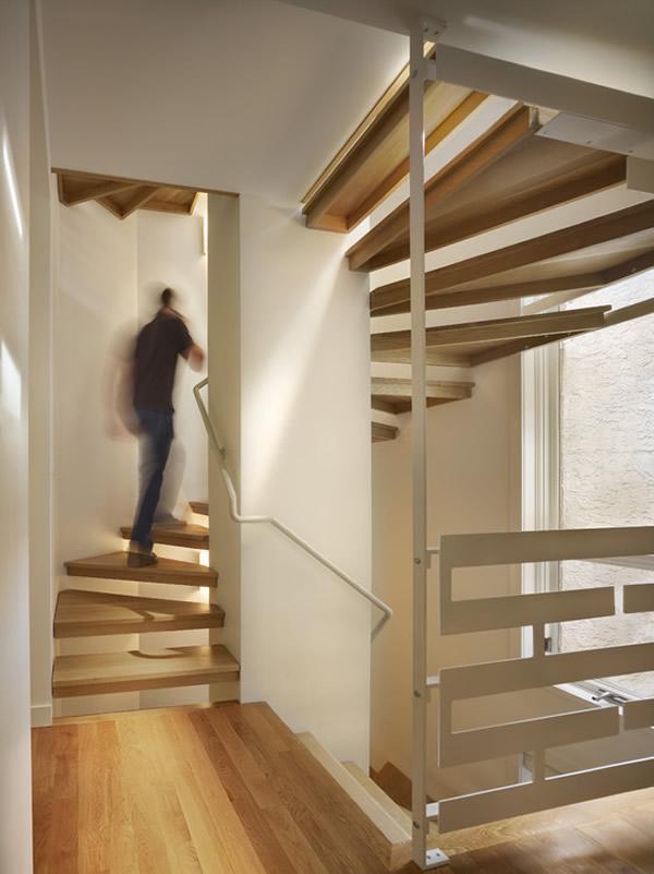 Escada de madeira 27