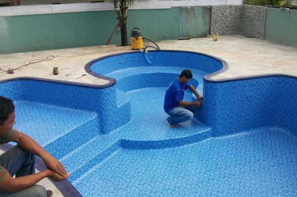 Piscina de vinil ou fibra pre os for Modelos de reposeras para piscinas