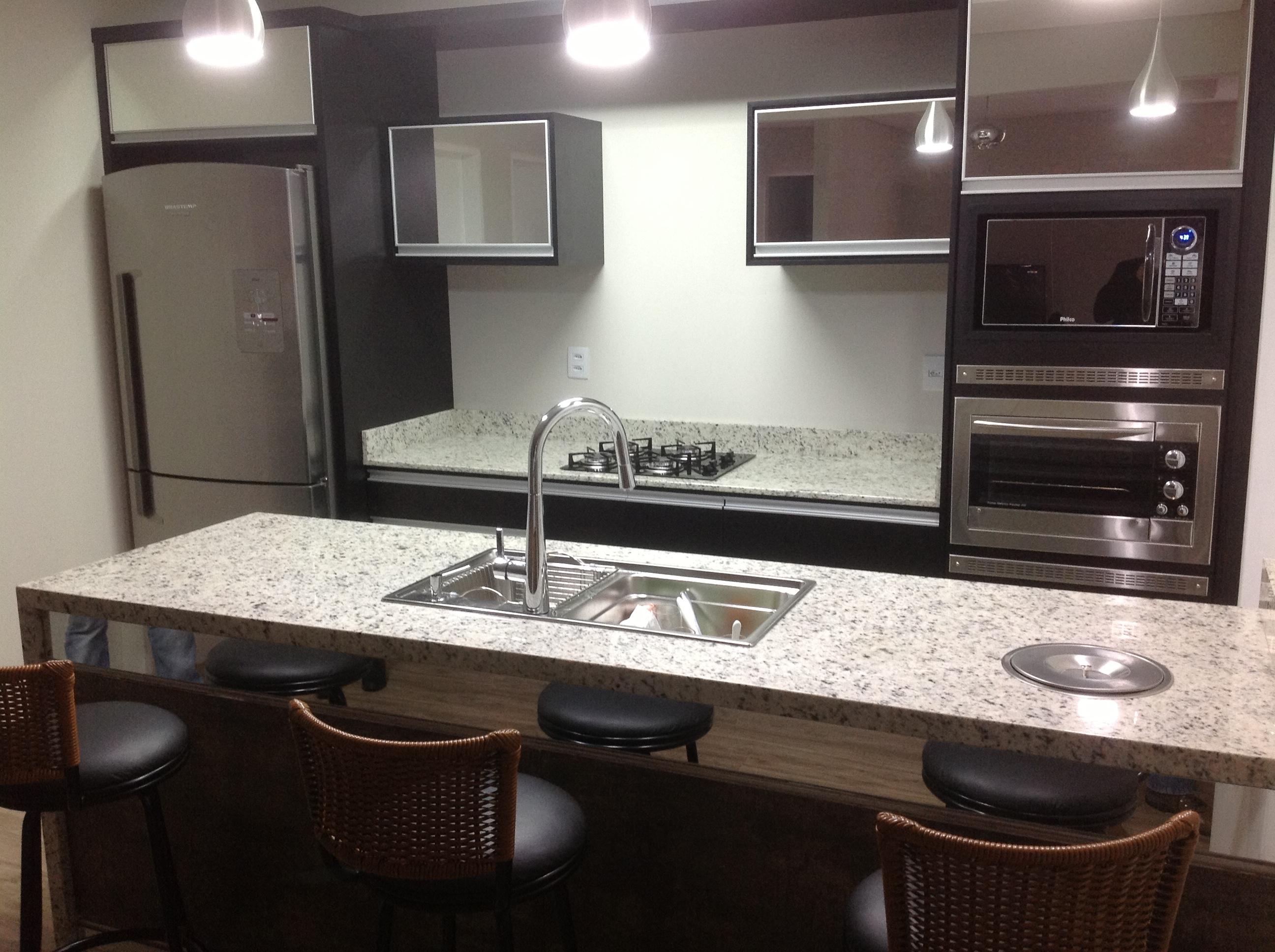 #796852 32  Essa tonalidade de granito branco é ideal para compor com uma  2592x1936 px Bancada De Granito Para Cozinha Americana Preço_2423 Imagens
