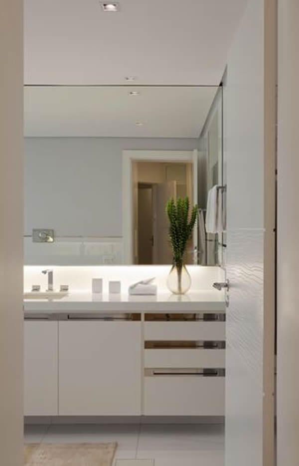 27 modelos de arm rios de banheiro planejado for Armarios pequenos baratos