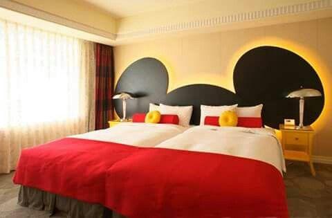 Quarto Mickey 4