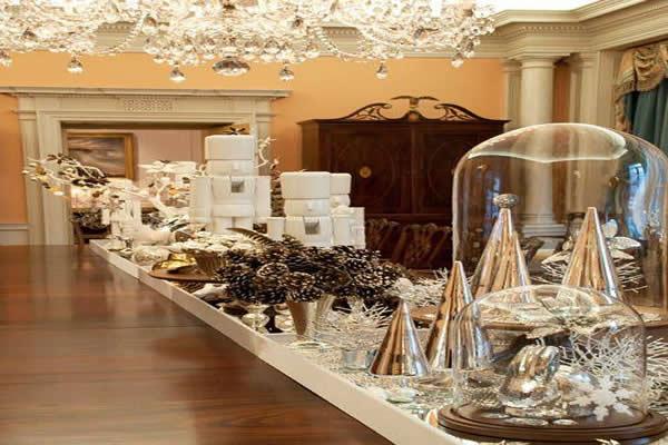 mesa-de-natal-com-decoracao-prata