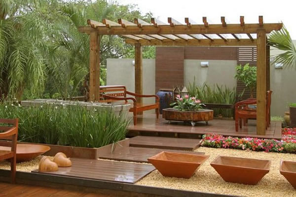 Decoraç u00e3o com Pergolados 10 dicas para fazer -> Decoração De Jardim Com Material Reciclavel