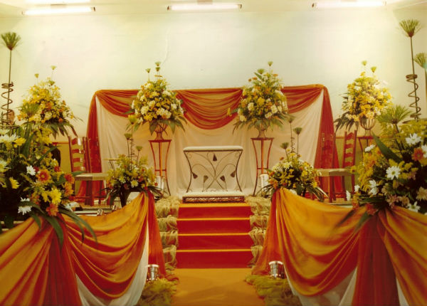 Decoração de Igreja Evangélica com muitas flores