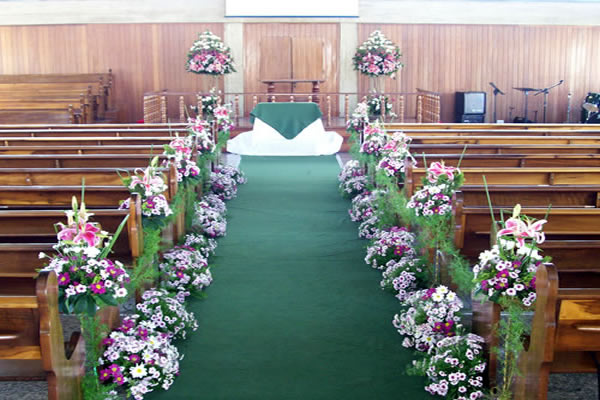 Decoração de Igreja Evangélica com tapete verde