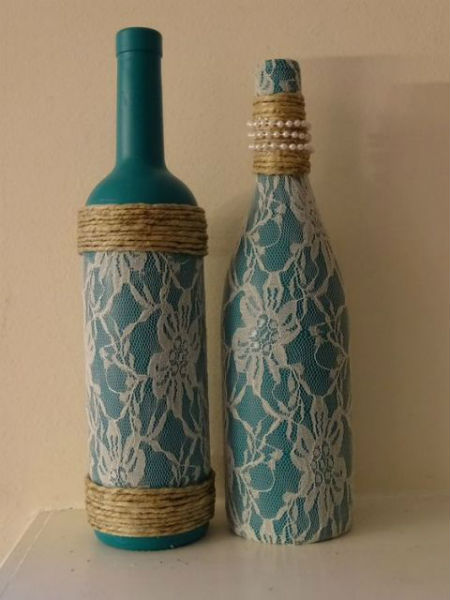 garrafa decorada com barbante e tecido