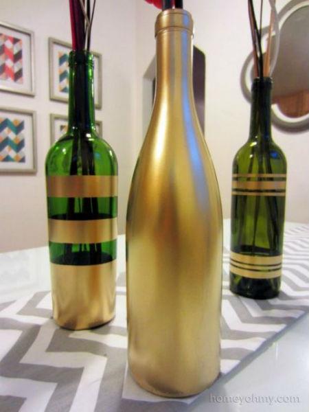 garrafa decorada com fitas douradas