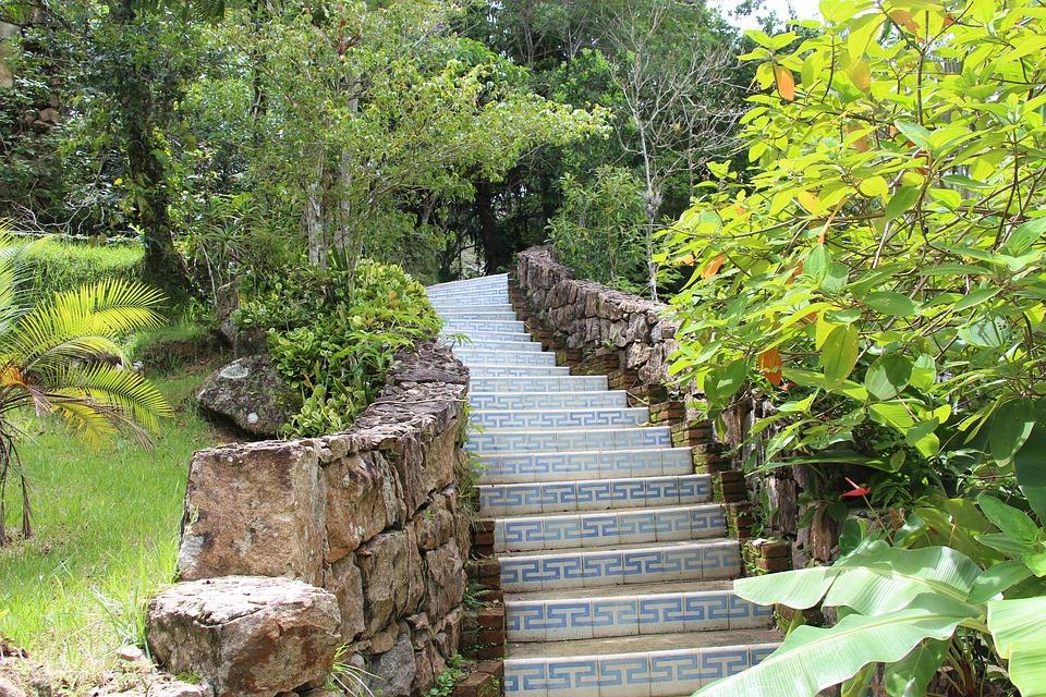 Aplicar ladrilho hidráulico em escadas é também questão de segurança.