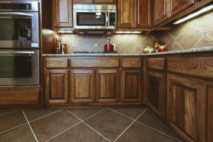 Ladrilho Hidráulico em cozinhas, a ousadia prática.