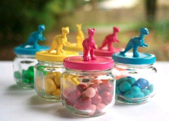 Lembrancinhas no pote: doce e brinquedo - versão mais simples