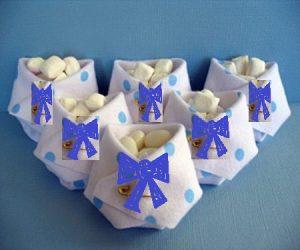 Lembrancinha para chá de bebê masculino: gravatinhas são charmosas.