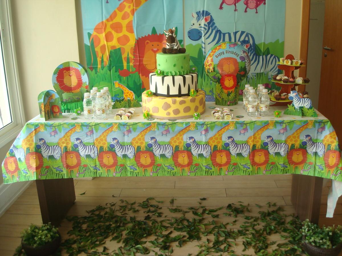 Chá de Bebê Safári: a mesa precisa de muito verde, claro