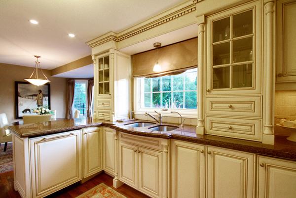 Armário de Cozinha Antigo: leveza em linhas rudes