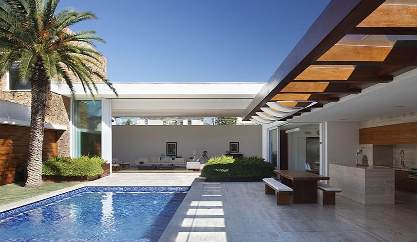Fachadas para casas em l como escolher for Casas modernas com piscina
