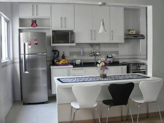 cozinha planejada pequena com bancada