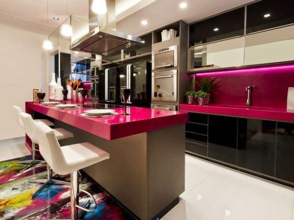 cozinha com bancada separando os espaços